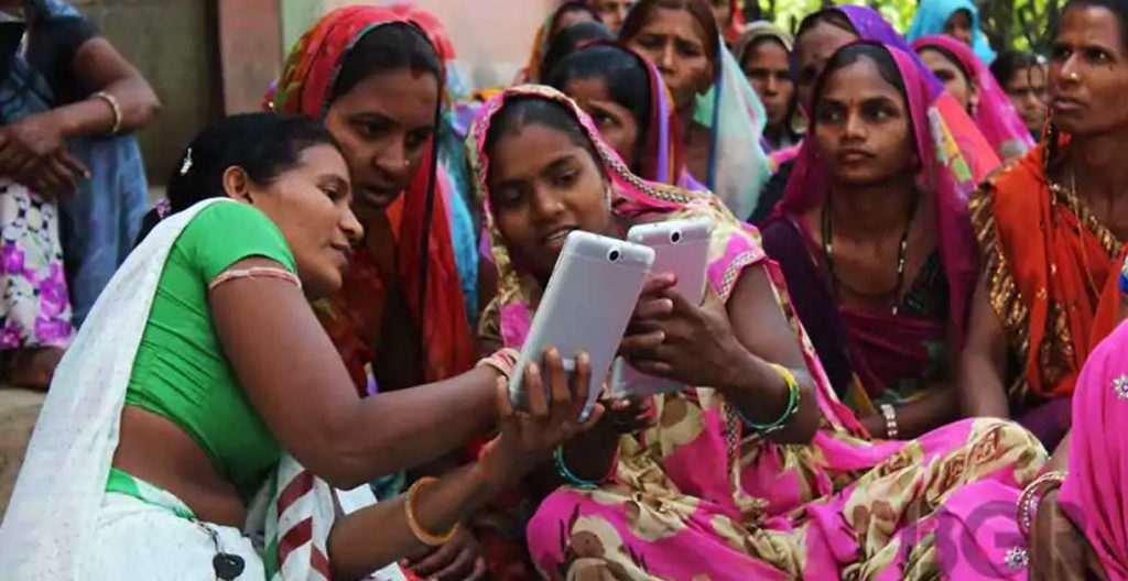 IntegralWorld-Perspective-blog-article-Smart-phones-are-empowering-women-worldwide-featured-image